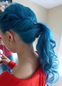 blue ponytail