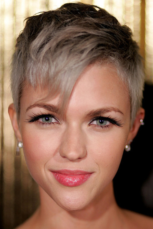 Short, blonde hair with an asymmetrical fringe and dark accents