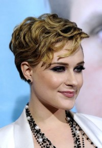 Short, blonde, wavy hairstyle with the side-swept bangs