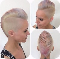 Elegant, short, cropped hairstyle with spiky fringe, shaved side and pink reflections