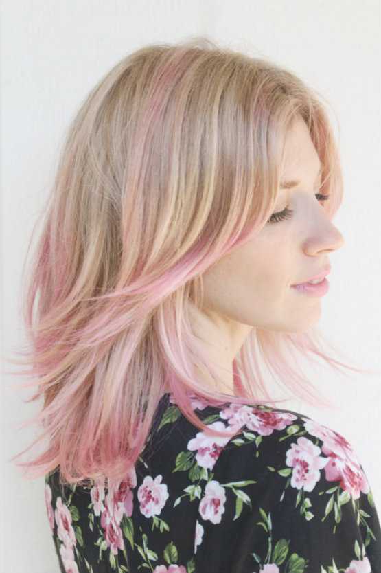 Lovely Medium Wavy Blonde Hair With Powder Pink Highlights