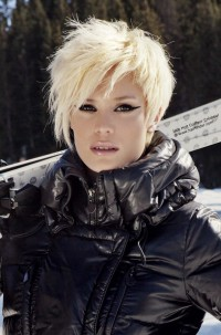 Short, blond hairstyle