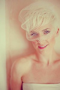 Short, fringed pixie hairstyle for wedding