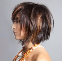 Messy, choppy looking hairstyle for brown haired girls