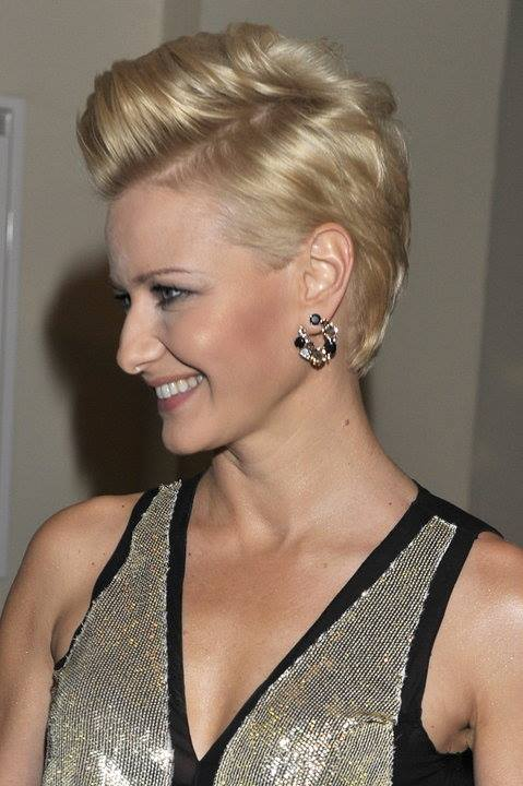 Short, pixie hairstyle with spiky fringe