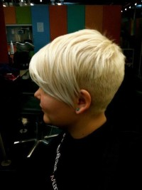 Short hairstyle for blonde girls