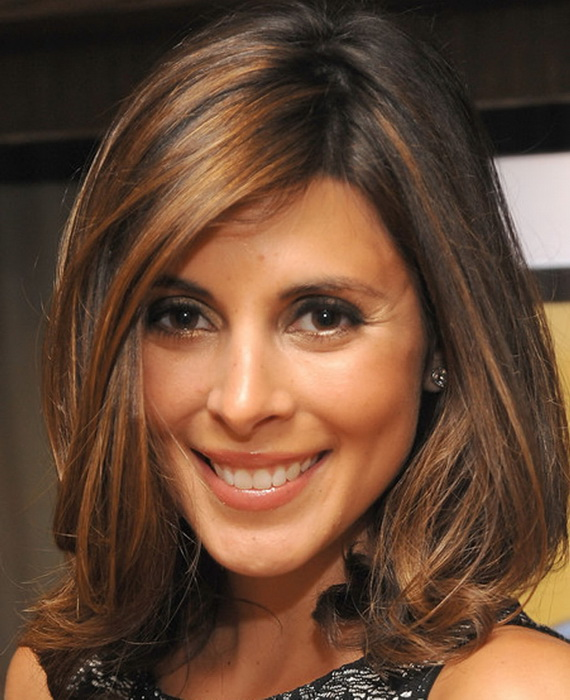 Medium-length, brown hairstyle with baleyage