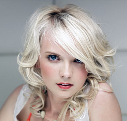 Medium-length, curly hairstyle for blonde girls with longer, side ...