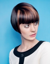 Short, bowl cut hairstyle with blunt bangs and highlighted fringe