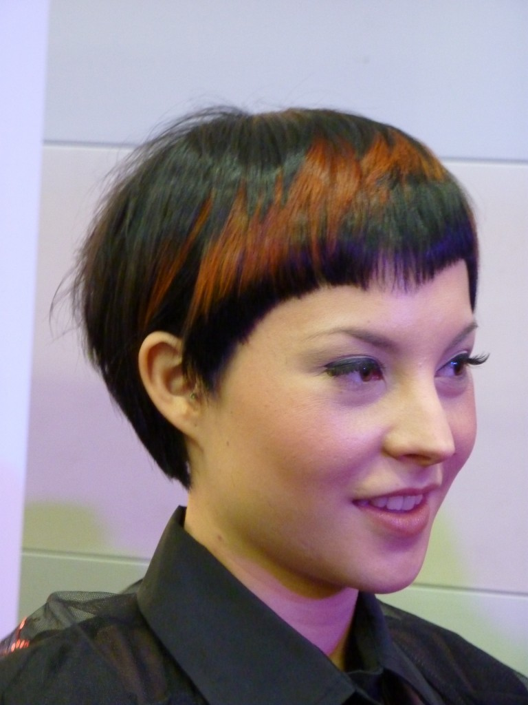 Short, pixie haircut with regular cut and brown highlights