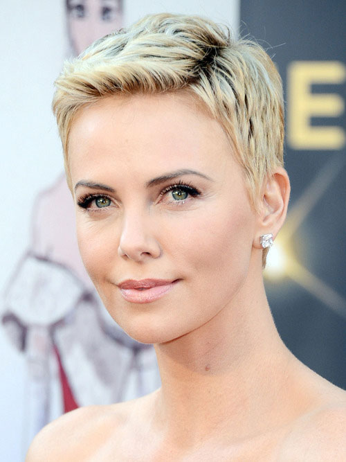 Charlize Theron's haircut for blonde women