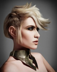 Short, choppy, blonde hairstyle with irregular cut