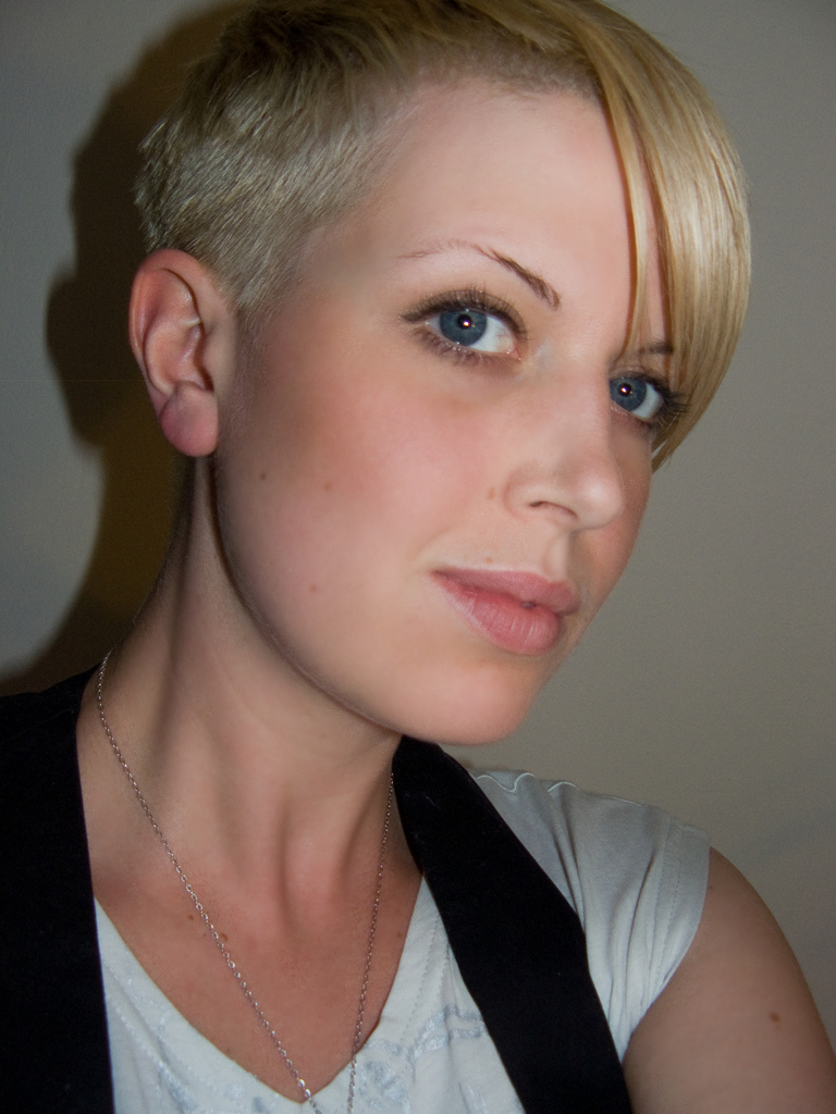 Short Pixie Blonde Haircut With Shaved Sides Hairstyles Hair