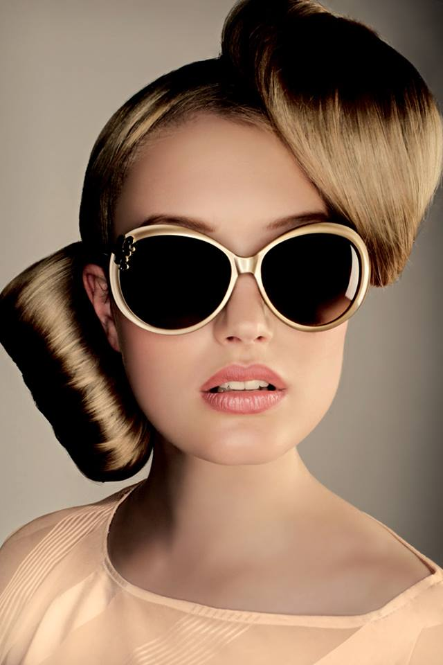 Blonde, stylised hair with the sunglasses