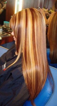 Long, blonde hairstyle with brown baleyage