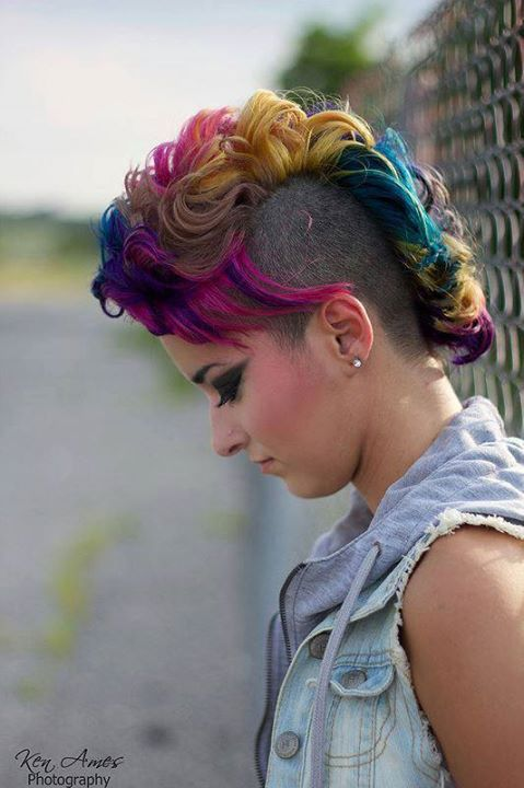 Short, curly, colourful hairdo