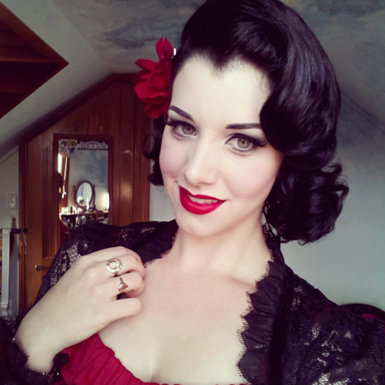 retro looking hairstyle for dark haired women   hairstyles