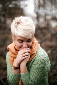 Short, light blonde haircut
