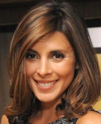 Medium-length, brown hairstyle with baleyage