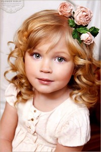 Cute curls for girls with flower decorations