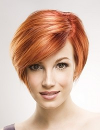 Simple, classic short hairstyle for ginger hair