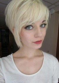 Short, layered, blonde hairstyle with wispy bangs