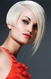 Short, light blonde haircut with regular cut and longer fringe