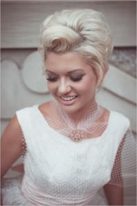 Short hairstyle for weeding for blonde haired bride