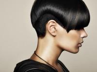 Short, bowl cut hairdo with blunt bangs