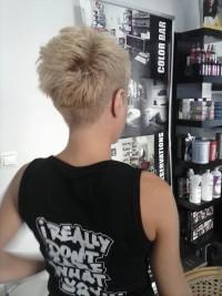 Short, blonde hairstyle